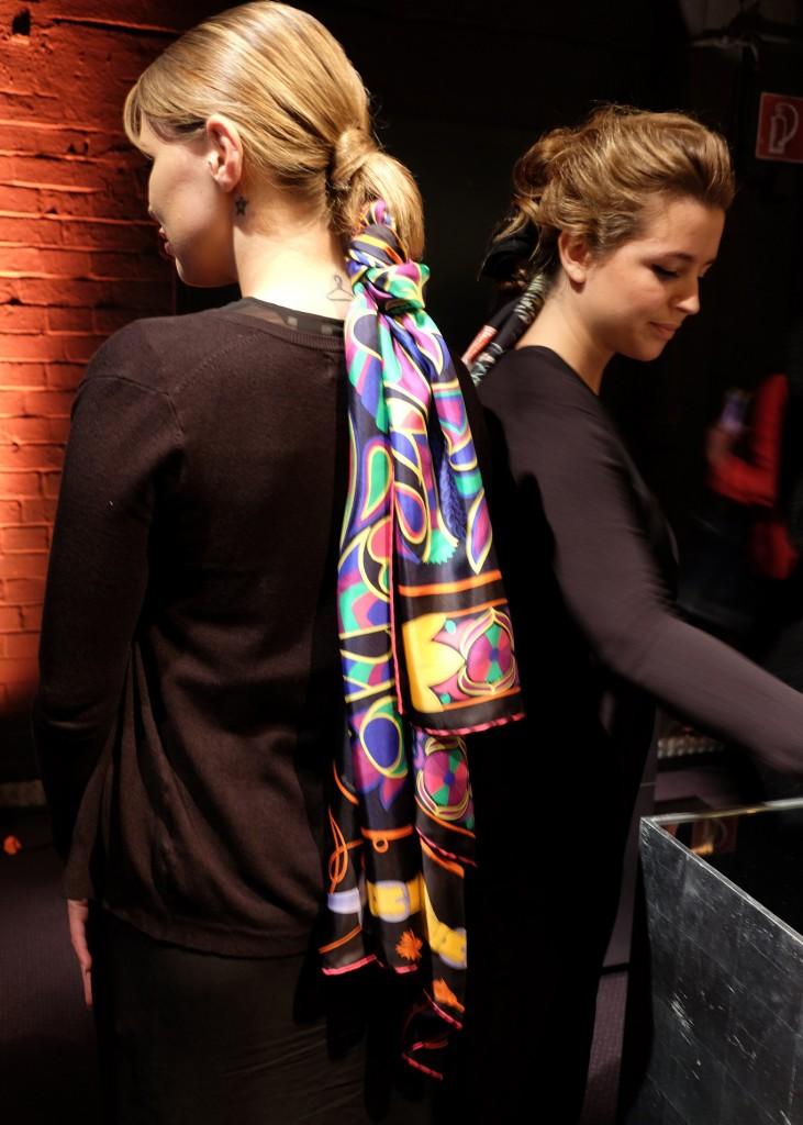 Hermestücher im Haar, Friseur mit Seidentuch, Frisur mit Tuch, megatrend Frisur, trendy Frrisur Hermès, Lieblingsstil,1