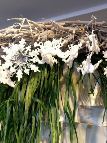 Fiori Blumen Düsseldorf, Weihnachtsdekoration, Weihnachtsdeko, weiße Engel, Kraz mit Engeln, Lieblingsstil