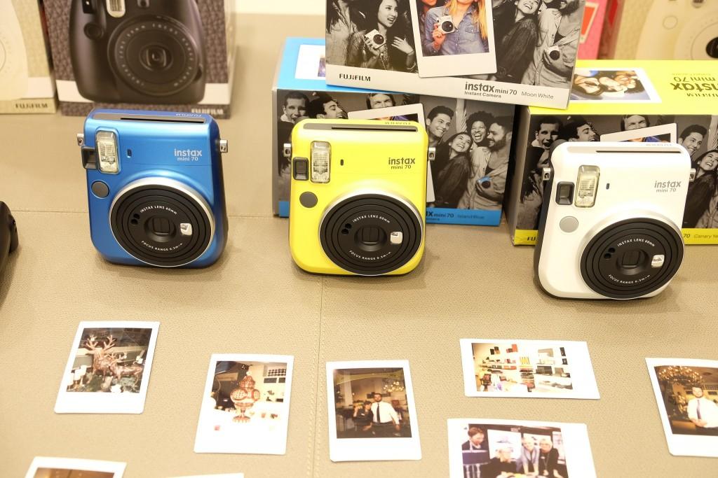 Instax mini 70 Sofortbildkamera von Fujifilm, www.lieblingsstil.com, Lifestyle Blog ü 40, Franzen Königsallee