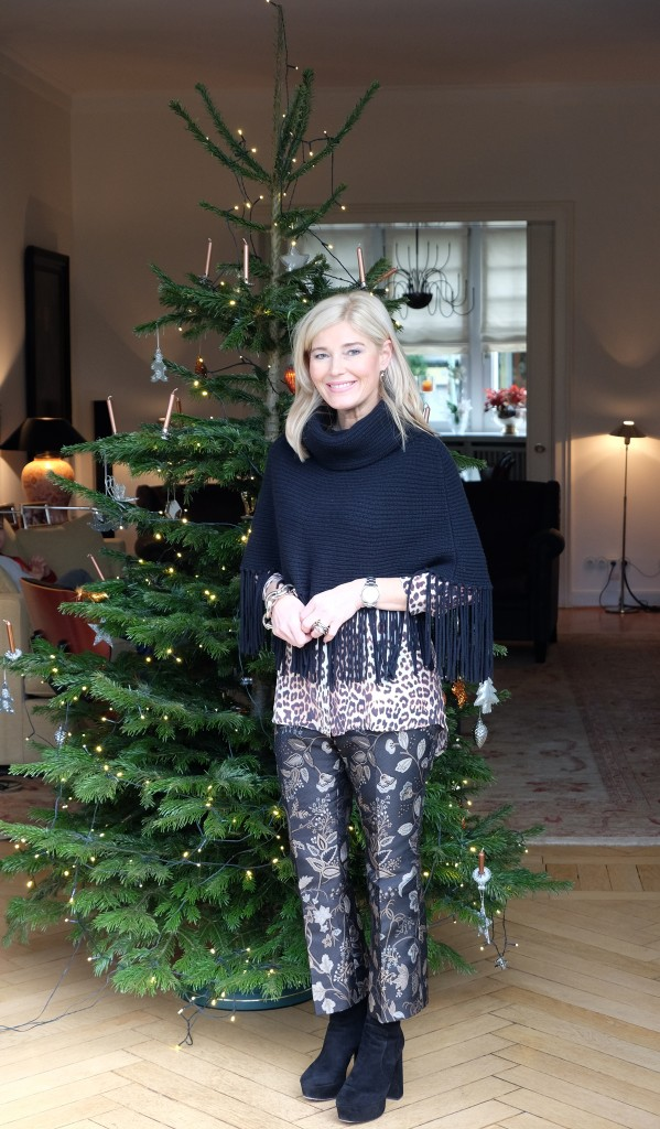 Merry-Christmas,-Fashionblog-Lieblingsstil,-Modeblog-Lieblingsstil,-Hose-Lieblingsstil,-Stiefel-Gucci,-Cape-Ralpf-Lauren,-Jadicted