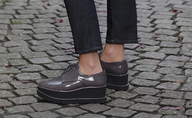 Plateau Sneaker, Stuart Weitzman, Sneaker Plateau, Plateau Loafer, Schuhe mit hoher Sohle, Sneaker mit hoher Sohle, hohe Turnschuhe, Turnschuhe hoch, hohe Sneaker, Schuhe mit hoher Sohle, Lieblingsstil,1