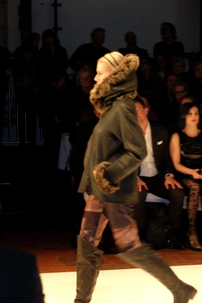 Annette Görtz Fashionshow 2016, Modeblog Lieblingsstil, Fashionblog Lieblingsstil, Fashionblogger Lieblingsstil, Modeblogger Lieblingsstil, Felljacke
