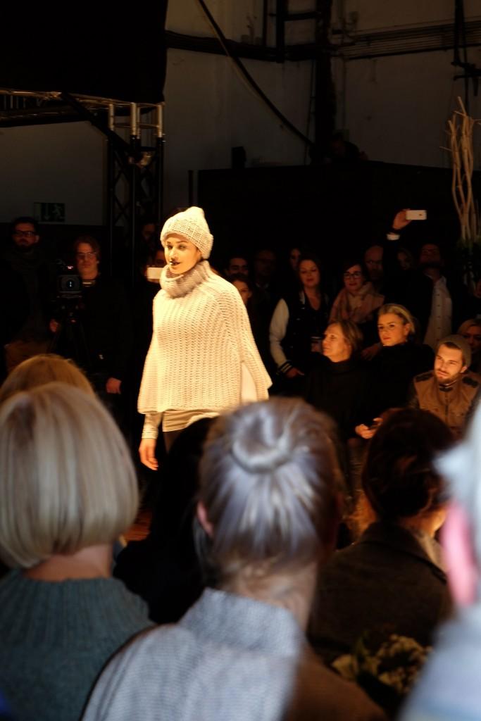 Annette Görtz Fashionshow 2016, Modeblog Lieblingsstil, Fashionblog Lieblingsstil, Fashionblogger Lieblingsstil, Modeblogger Lieblingsstil, Strickcape