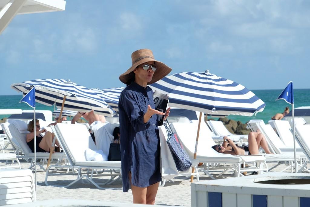 Beach Style, Strand Style, Jeans dress, Jeanskleid, Sonnenhut, South Beach, Miami Beach, Strand Miami, Beach Miami, Lifestyle Blog Lieblingsstil