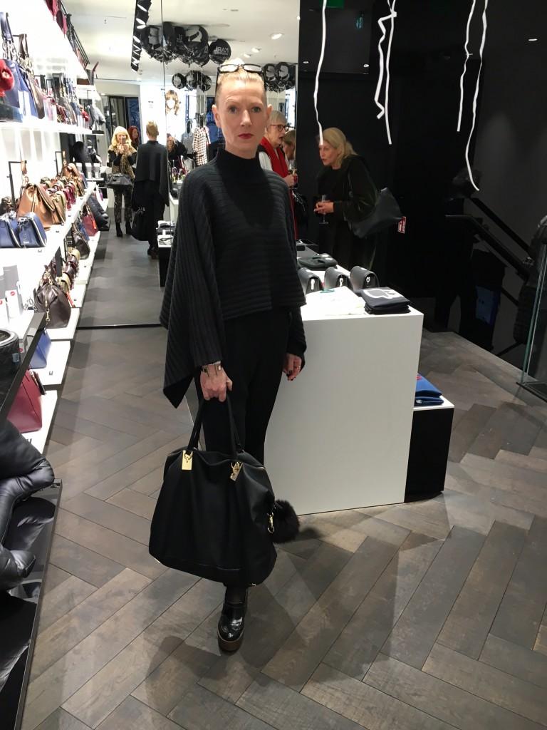 Susanne Bürrig, Poncho ISADORN, Overall D&G, YSL,Sommerkind, Modeblog Liebingsstil