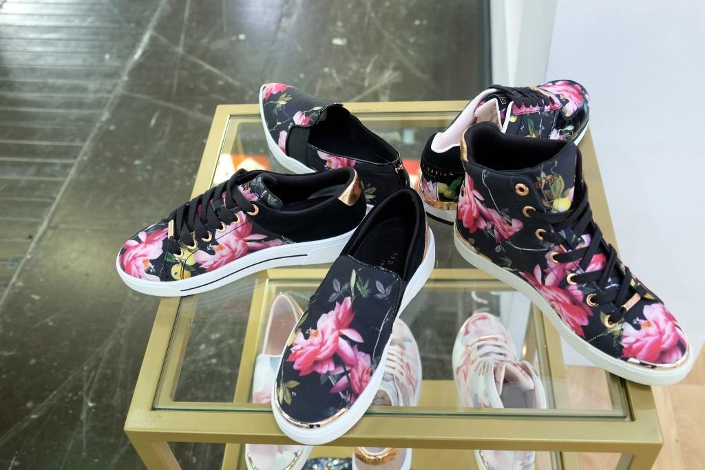Ted Baker London, Sneaker Blumen, Blumensneaker, , Sneaker mit Blumen, Fashion Blogger Lieblingsstil, Modeblog Lieblingsstil, Fashionblog Lieblingsstil, Fashion Blog Lieblingsstil