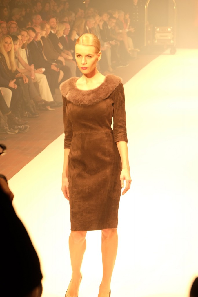 Thomas Rath, Thomas Rath Fashion Show, Thomas Rath Modenschau, Wildlederkleid, leather dress, Modeblog Lieblingsstil, Fashionblog Lieblingsstil, Modeblogger Lieblingsstil