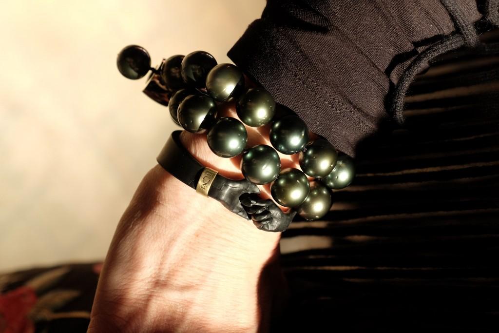 Lorenzo Quinn, Charity Armband, Baraka Projekt, Stiftung Bildung für Kinder in Not, Lifestyle Blog Lieblingsstil, Modeblog Lieblingsstil, Kautchuk Armband, Armband für guten Zweck, Ute Ohoven Stiftung