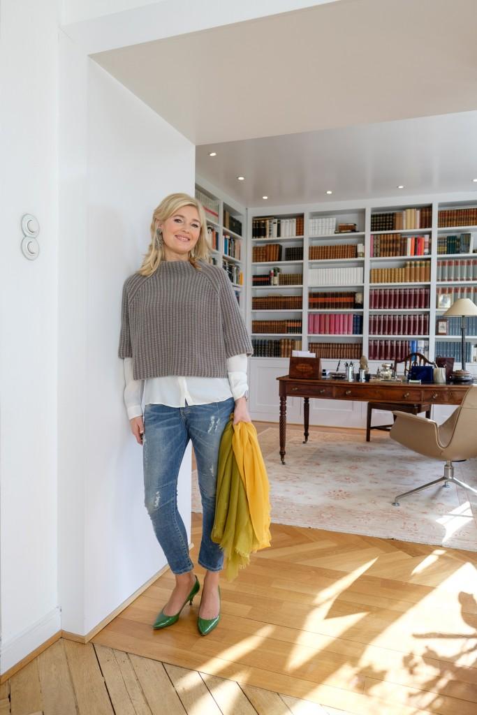 Pullover Iris von Arnim, Jeans Please, Leomax, Seidenbluse Hugo Boss, Prada Schuhe grün, neues Outfit, Fashionblog Lieblingsstil, Cooler Blog Lieblingsstil