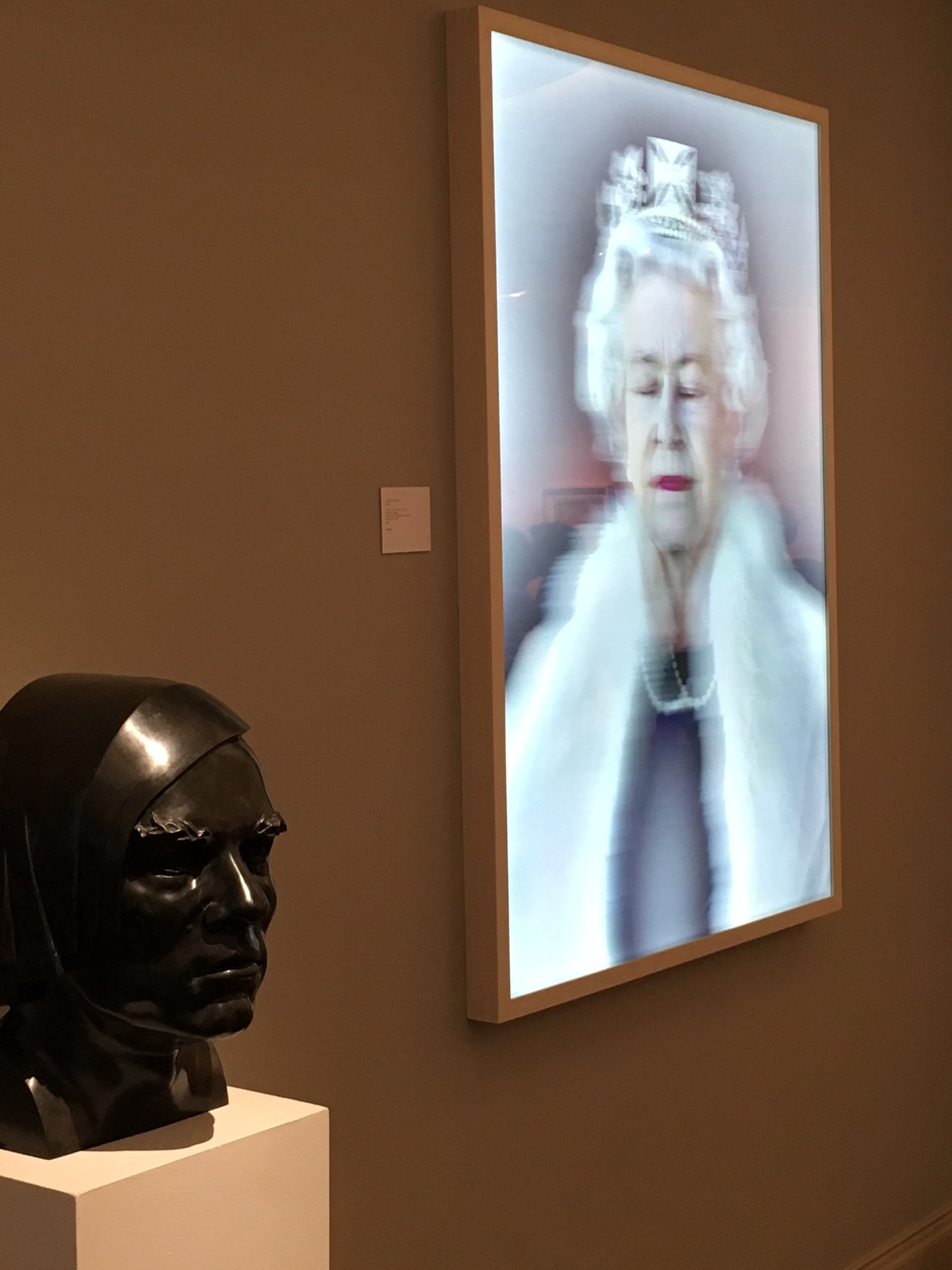 Queen Elizabeth, Lightness of Being Lenitcular Lightbox  Chris Levine, The Fine Art Society, Chris Levine Lenticular lightbox, Lifestyle Blog Lieblingsstil, Lifestyleblog,
