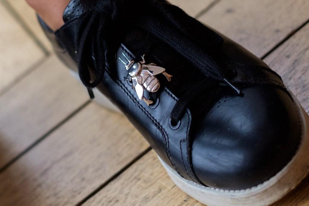 Sneakerschmuck, Sneaker Schmuck, Sneaker Dime, Dime Senaker, Bienenanhänger, Modeblog Lieblingsstil, Fashionblog Lieblingsstil, Fashion Blog Lieblingsstil, Lieblingsaccessoire,1
