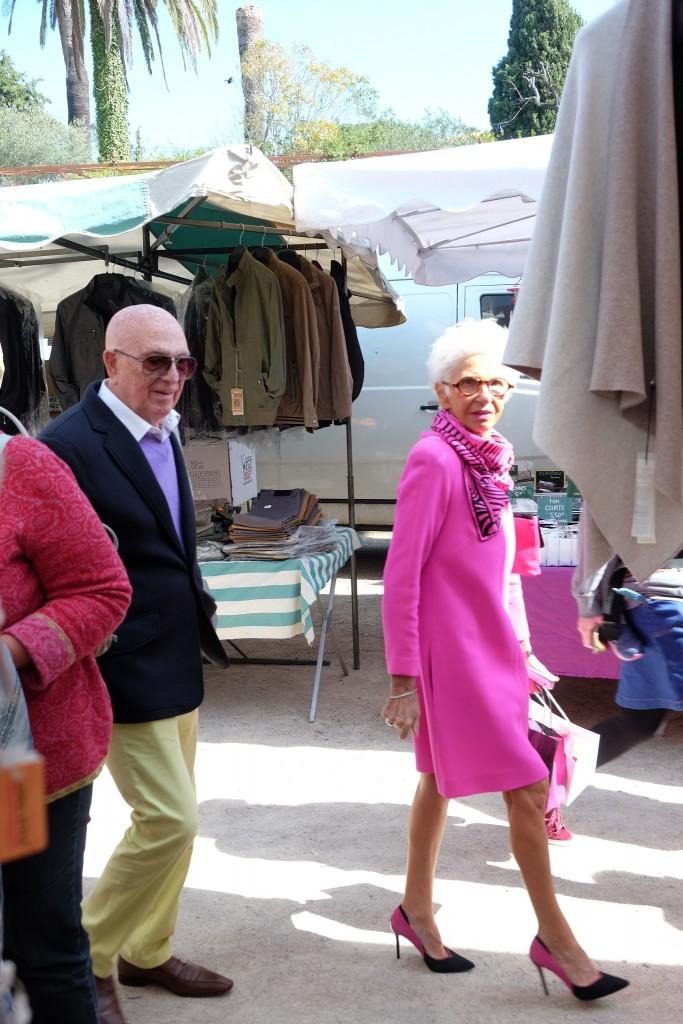 Streetstyle St. Tropez, street style St. Tropez, lady in pink, pink style, St. Tropez market style, Lifestyle Blog Lieblingsstil, Fashion Blog Lieblingsstil