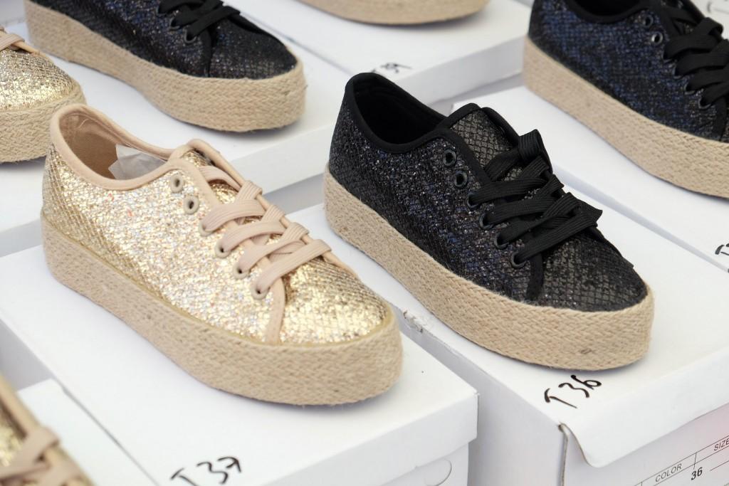 marché St. Tropez, market St. Tropez, sneaker gold, sneaker black metallic, golden sneaker, black metallic sneaker, Markt St. Tropez, Fashion Blog Lieblingsstil