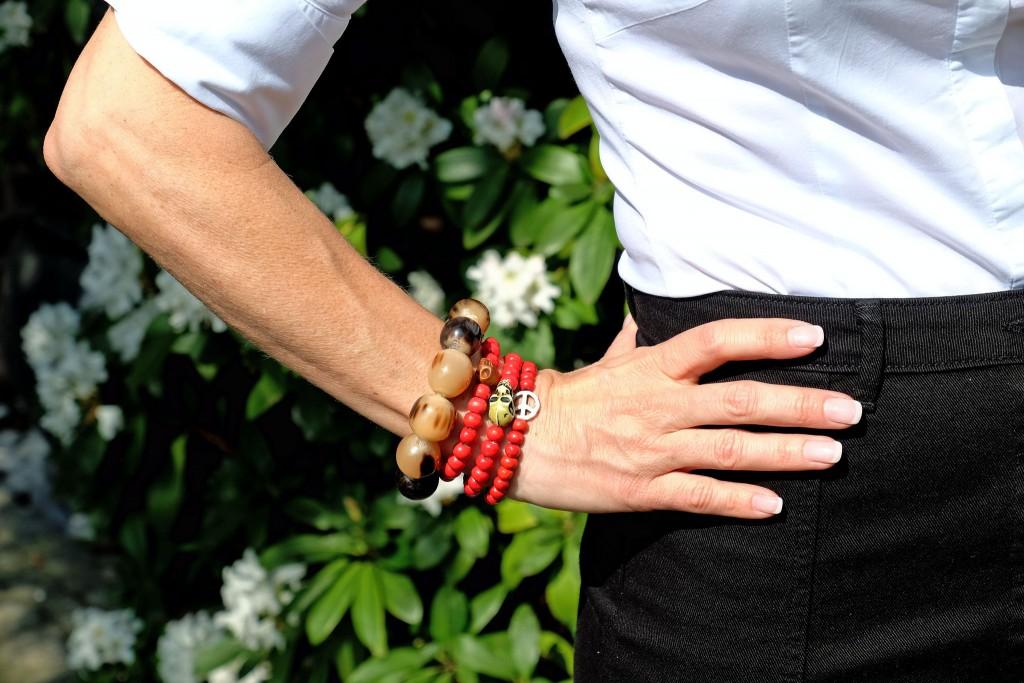 Accessoires-rot,-rote-Perlenarmbänder,-Modeblog-Lieblingsstil,-Fashionblog-Lieblingsstil,-Lifestlye-Blog-Lieblingsstil