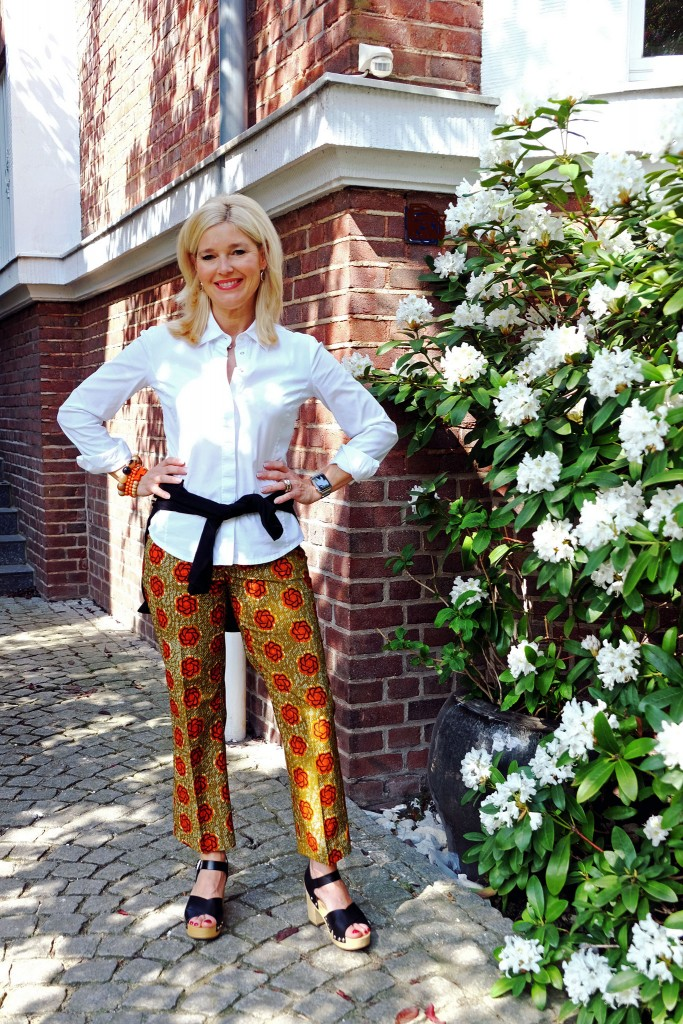 Blumenhose-Lieblingsstil,-Blumenhose-beige-orange,-Clogs,-Modeblog,-Fashionblog,-Fashion-Blog,-Lieblingsstil,1