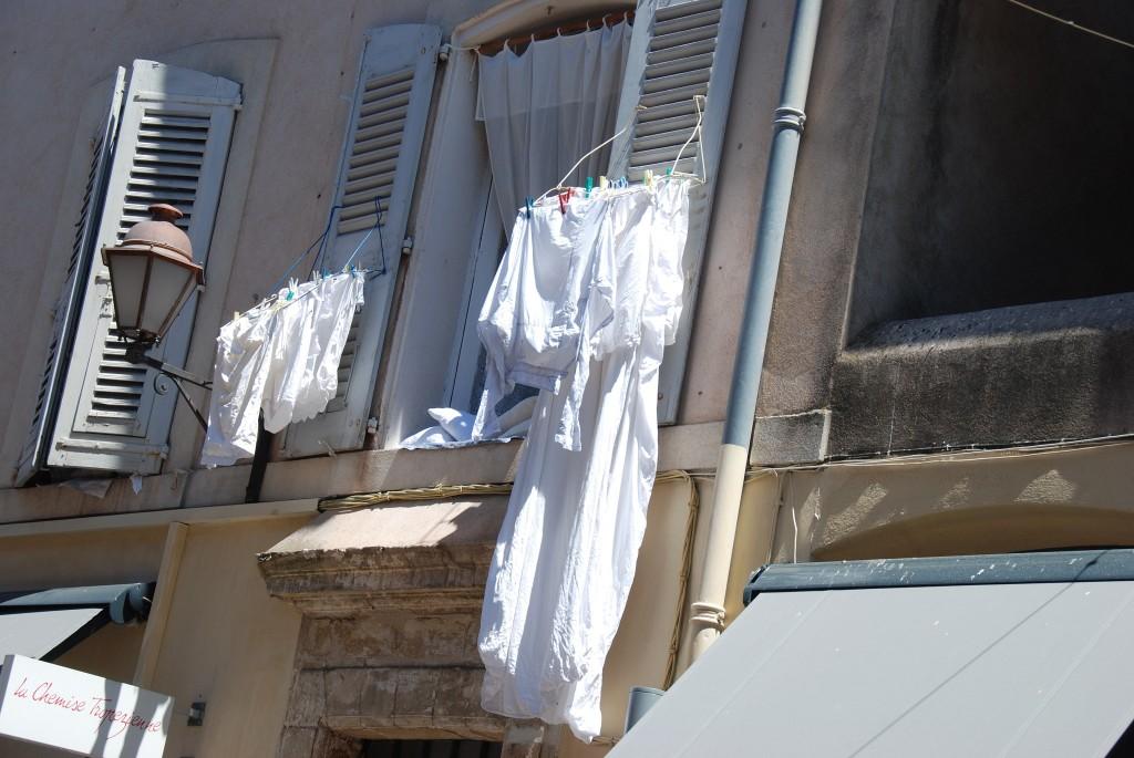 Impressionen St. Tropez, Wäsche trocknen St. Tropez, weiße Wäsche, Lifestyle Blog Lieblingsstil, Lifestyleblog Lieblingsstil