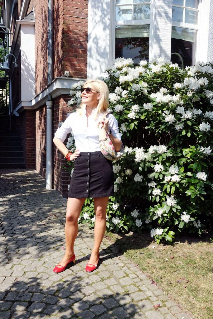 Jeansrock-A-Linie-Gina-Tricot,-Gucci-Schuhe-rot, A Linie macht schlank, Schlankmacher Rock-Modeblog-Lieblingsstil,-Fashionblog-Lieblingsstil