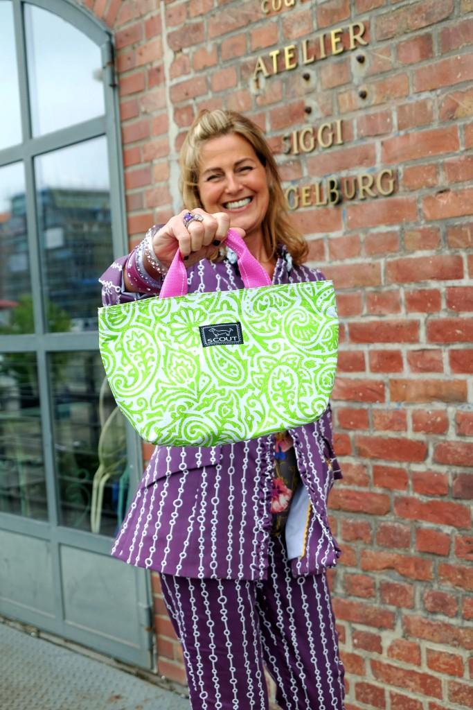 Siggi-Spiegelburg-,-Modeblog,-Fashion-Blog,-Fashionblog,-Lieblingsstil,-lila-Hosenanzug,-lila-Bluse,-Lunchtasche