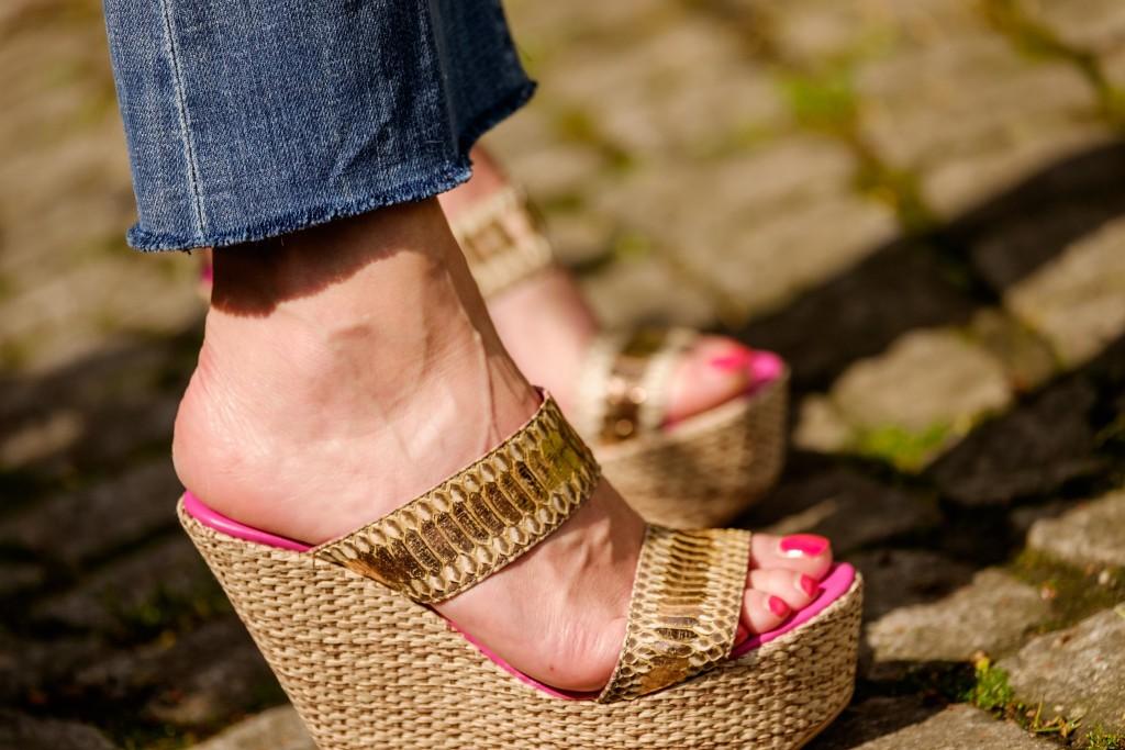 ausgefranste Jeans, trendige Jeans, Jeans mit Fransen, Wedges a cuckoo moment, Modeblog, Fashion Blog, Lieblingsstil
