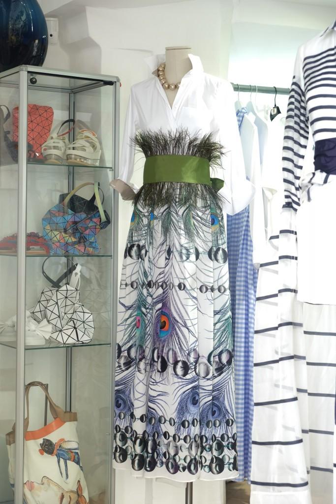 Lange Röcke, langer Rock mit weißer Bluse, long skirt, langer Rock, long skirt with blouse white, Marie Bach St. Tropez