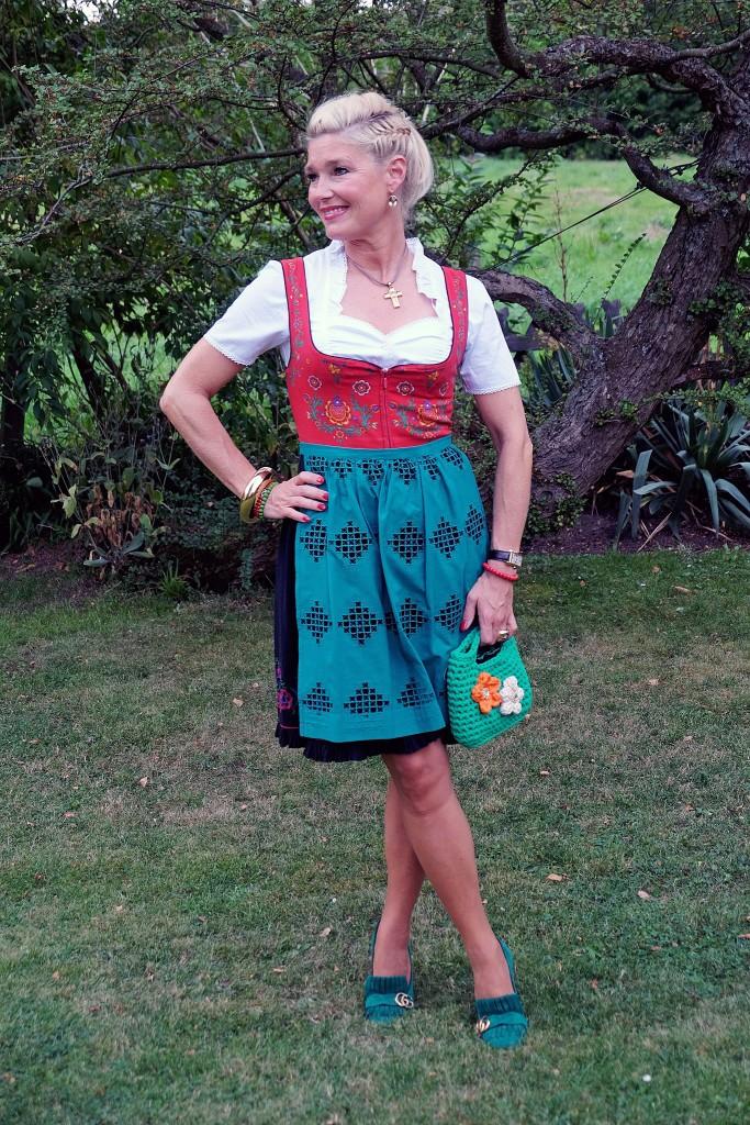 dirndl-oktoberfest-dirndl-streetstyle-dirndl-look-dirndl-outfit-mdeblog-fashionblog-oktoberfest-sauerland-wiesen-style-lieblingsstil1