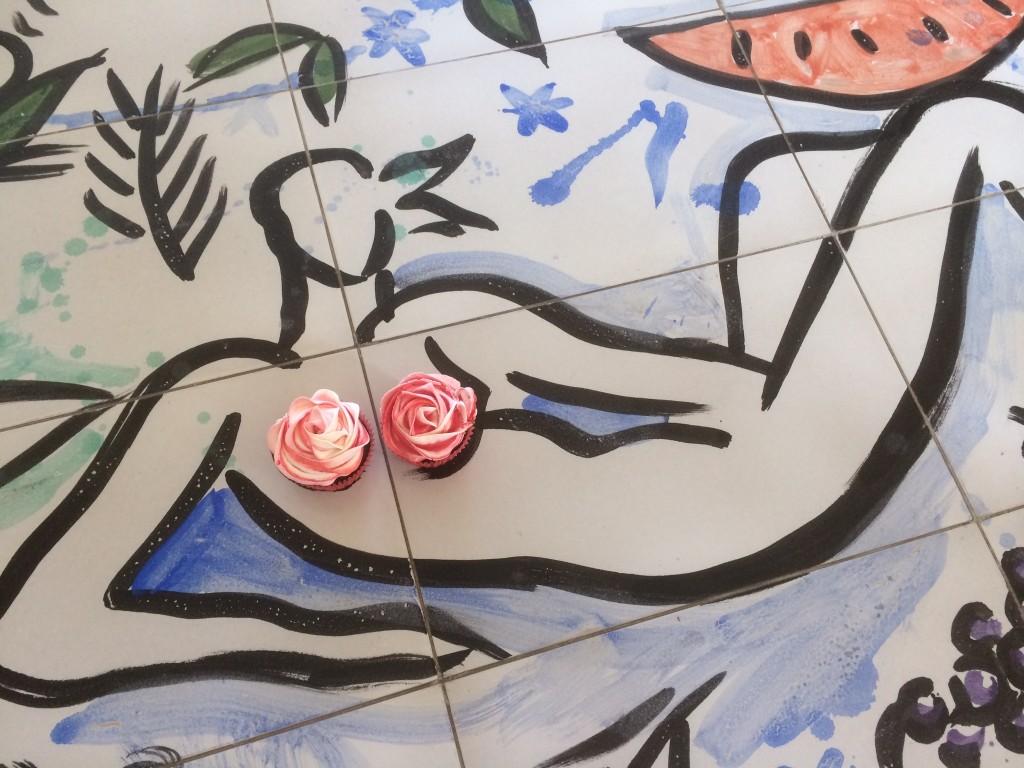 Eva Szczesny Backkunst, außergewöhnliche Backkunst, Hochzeitstorte Rosen. Cupcake Rose, Lifestyleblog, Lieblingsstil