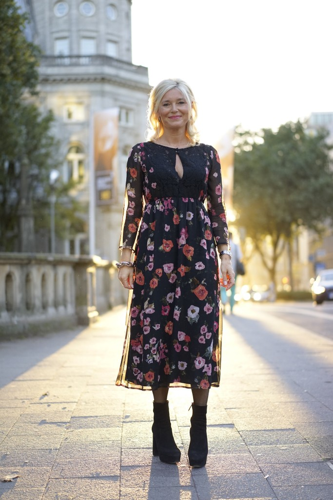 petra-dieners-street-outfit-street-style-blumenkleid-lang-flower-dress-long-lieblingsstil