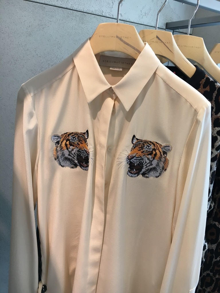 Stella McCartney Bluse, Tierapplikation, animal application, trendy blouse, fashion blog, fashionblogger, Lieblingsstil