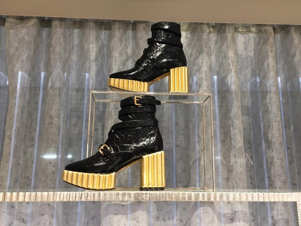 dior-stiefel-goldabsatz-dior-stiefelette-goldabsatz-dior-boutique-duesseldorf-dior-duesseldorf-fashionblog-lieblingsstil-com1