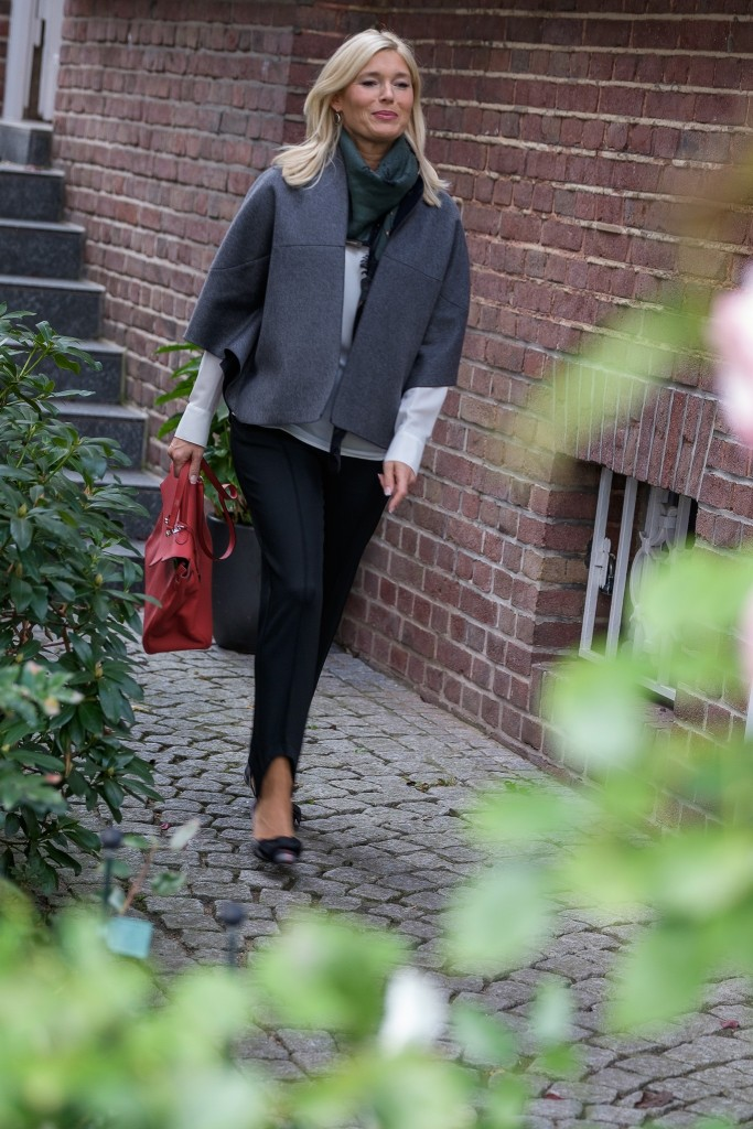 schwarze-steghose-steghose-hm-capejacke-fashion-blog-ue40-lieblingsstil-com-petra-dieners