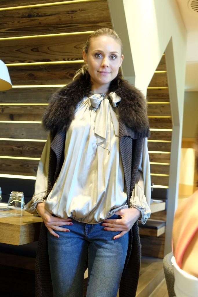 steffen-schraut-weste-lang-steffen-schraut-seidenbluse-lieblingsstil-com-fashionblog-ue40-was-zieh-ich-an