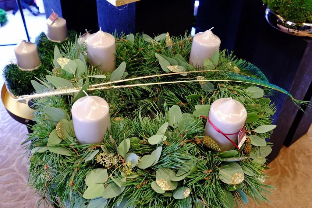 grosser-adventskranz-schlichter-adventskranz-grosse-adventskraenzegrosse-adventsgestecke-edle-weihnachtsdekoration-lieblingsstil-com3