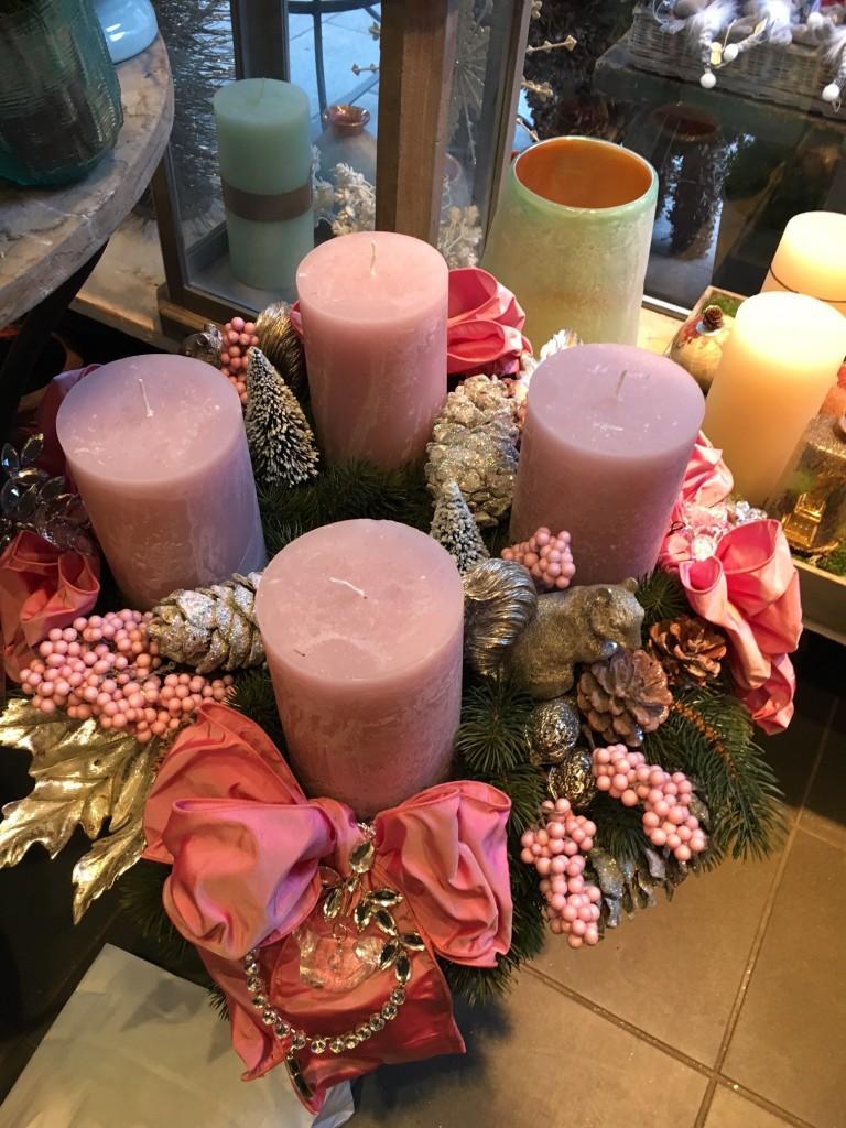 rosa-adventskranz-adventskranz-rosa-pink-kreativer-adventskranz-toller-adventskranz-adventskranz-blumen-bergine-lieblingsstil-comimg_4811-002