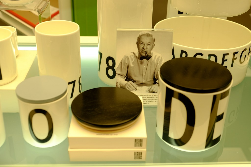 arne-jacobsen-design-letters-design-letters-kafheebecher-modern-kaffeebecher-henkellos-design-letters-dosen-franzen-duesseldorf-lieblingsstil-1-dscf1508