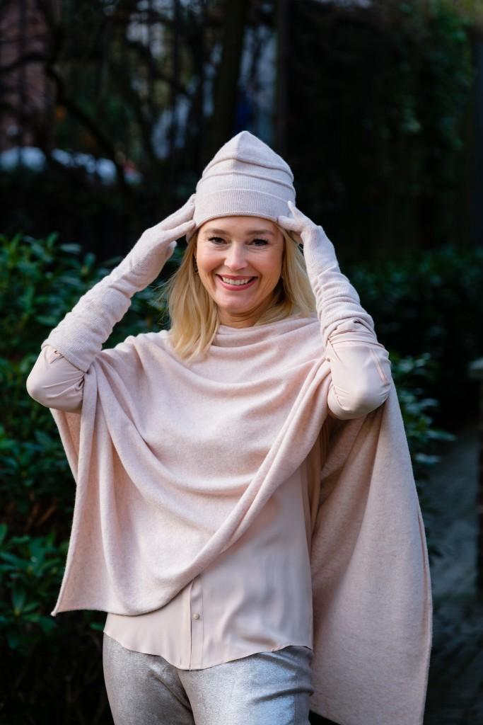 deutsche-modedesigner-de-adrienne-collection-cashmere-adrienne-stark-collection-cashmere-muetze-handschuhe-poncho-lieblingsstil-com_dsf3542