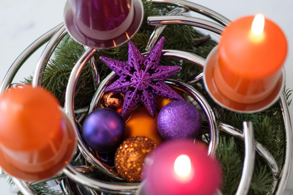 fink-adventskranz-orange-lila-edler-adventskranz-orange-lila-meine-weihnachtsdeko-lieblingsstil-com_dsf0899