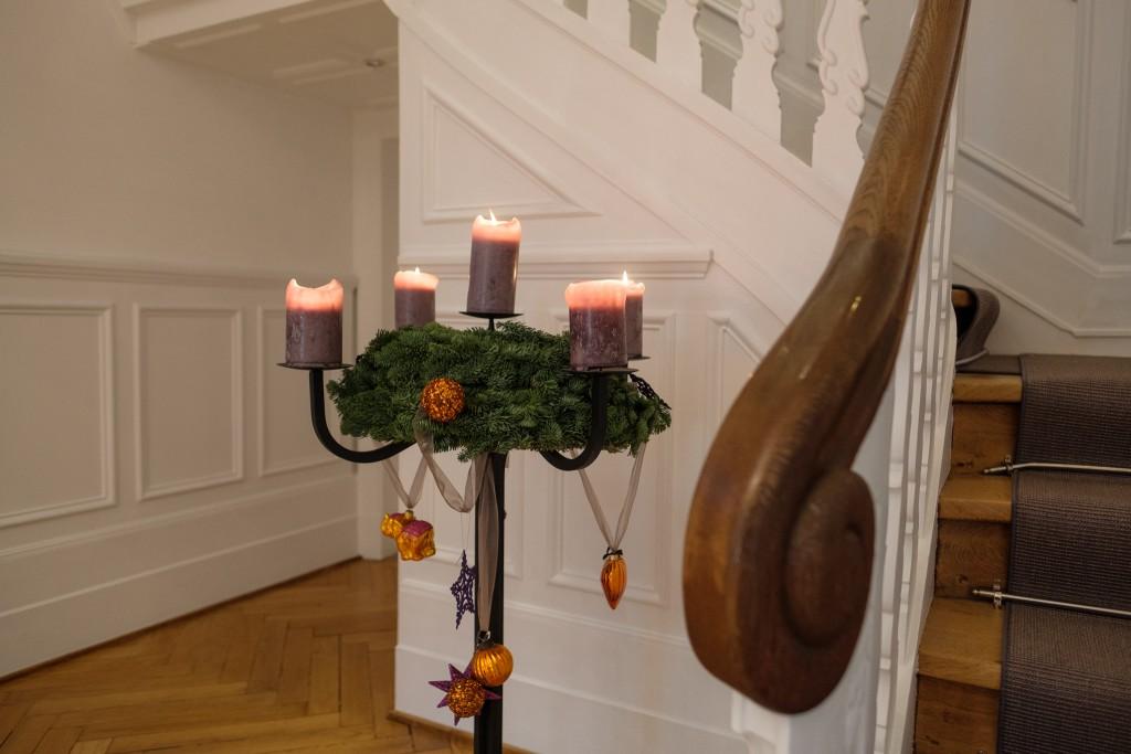kerzenstaender-weihnachten-kronleuchter-schwarz-meine-weihnachtsdeko-lieblingsstil-com_dsf0886