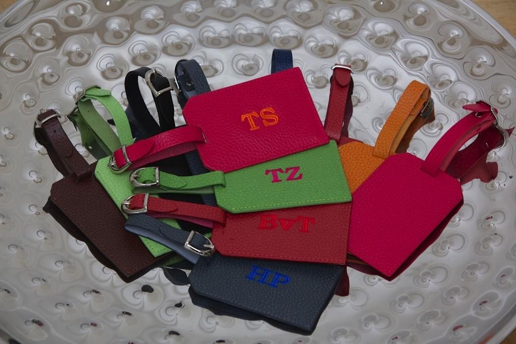 kofferanhaenger-initialen-kofferanhaenger-monogramm-kofferanhaenger-viele-farben-initialen-geschenke-monogramm-geschenke_25a1241