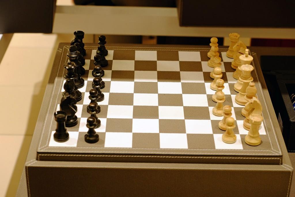 schachspiel-leder-hochwertiges-schachspiel-schachspiel-holz-schachspiel-edel-franzen-koenigsallee-franzen-duesseldorf-lieblingsstil-com-dscf1565