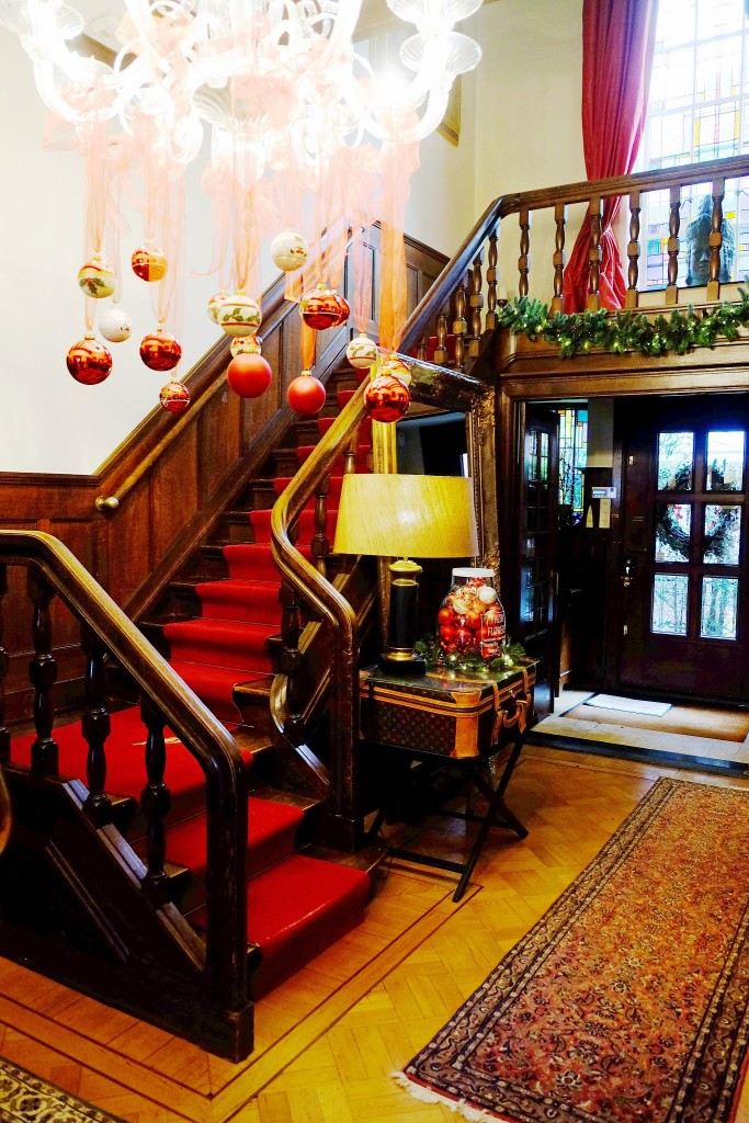 weihnachtsdekoration-diele-chrsitmas-decoration-red-weihnachtshaus-roermond-chrsitmas-house-lieblingsstil-com-1dscf2180