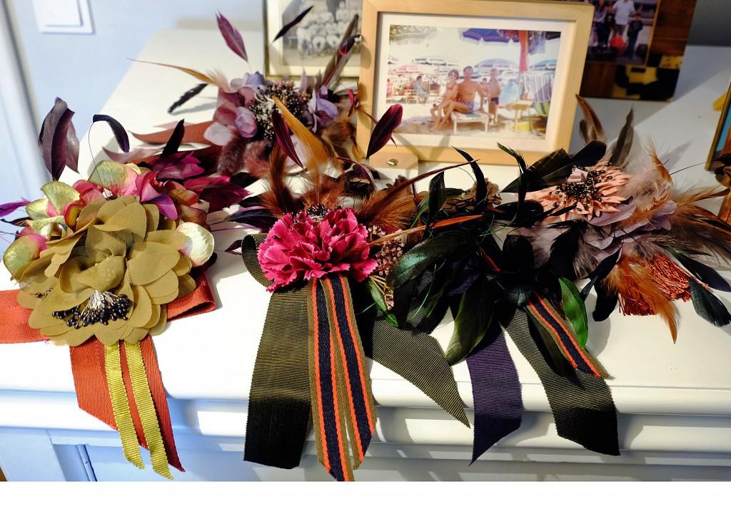 I&Ibeautiful dresses, I&I beautiful dresses, tolles Deisgner Label, kleines Designer Label, Ira Walendy, Ina Everka, Lieblingsstil.com, Schleifenbroschen, Broschen mit Schleifen und Federn,1,