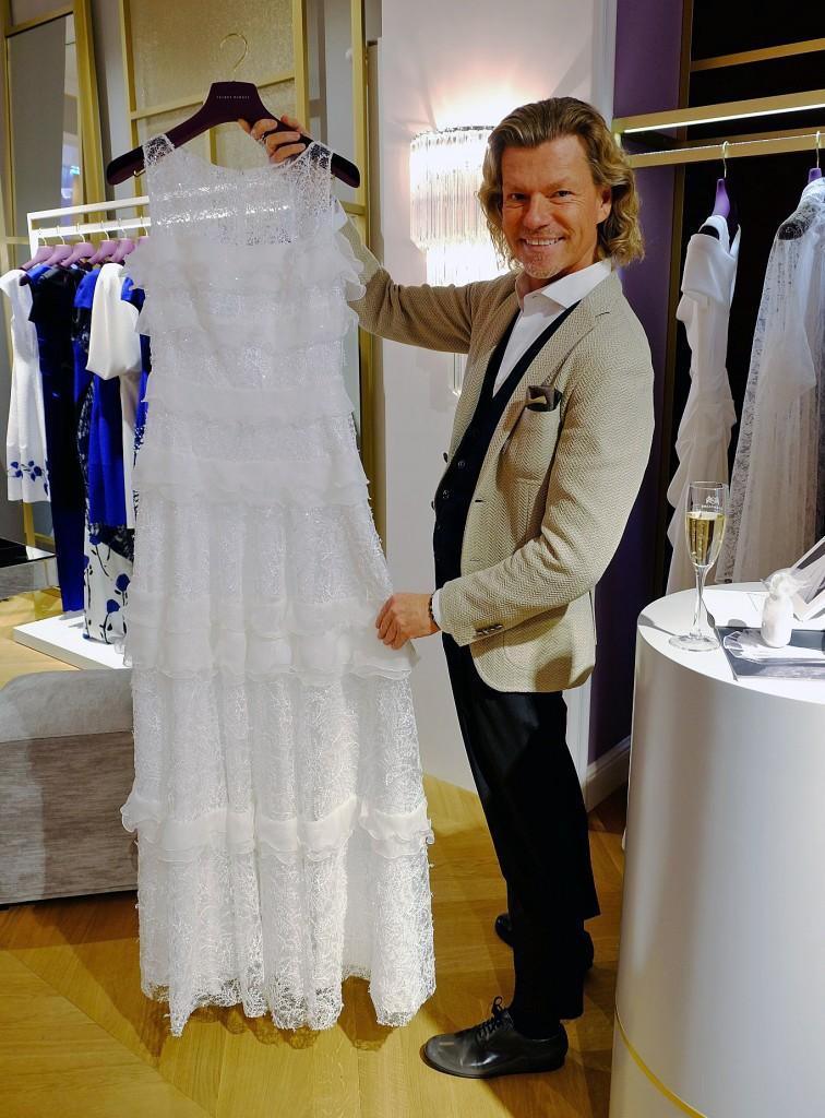 Abendkleid lang weiß, weißes Abendkleid Talbot Runhof, Bert Sterck, Modeblog Lieblingsstil, Lieblingsstil.com, 1, DSCF4581