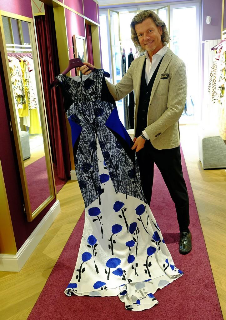 Bert Sterck Talbot Runhof Kleid, Talbot Runhof Kleid lang blau weiß, Abendkleid Talbot Runhof, Abendkleid blau weiß, Fashion Blog Lieblingsstil, Lieblingsstil.com, 1, DSCF4575