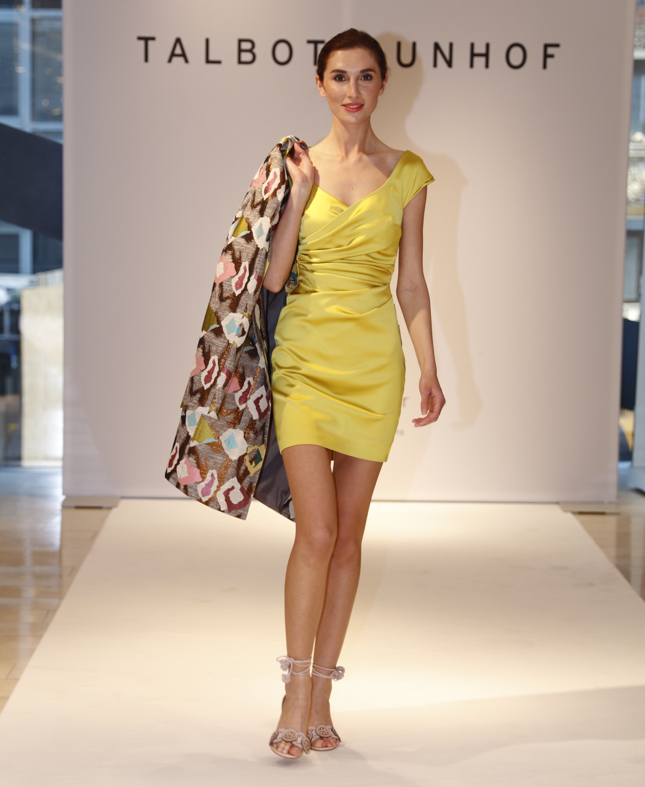 Talbot Runhof Kleid mit Mantel, Talbot Runhog Modenschau, Breuninger Düsseldorf, Fashion-Blog, Lieblingsstil.co,