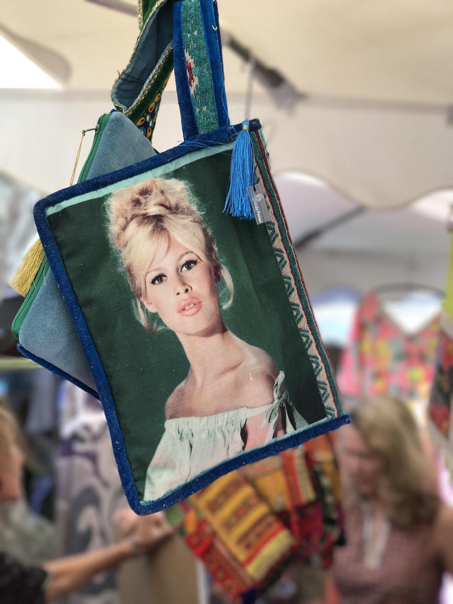 Clutch Samt, Clutch mit Fotobildern in Samt, Clutch Brigitte Bardot, Linda Pampa St. Tropez, Accessoires Trends, Fashion-Blog, Lieblingsstil.com,