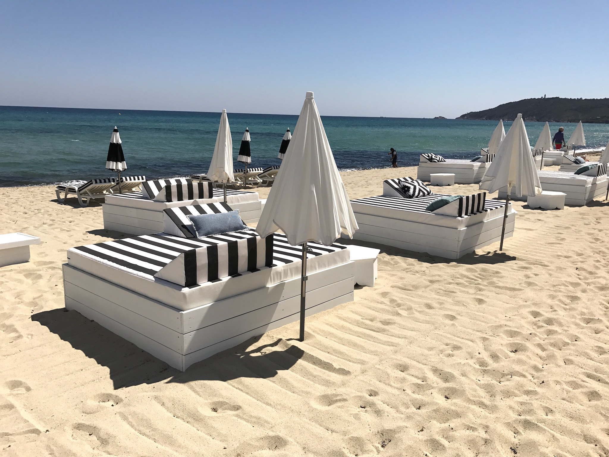 neu in st tropez maison bianca stylisher beach club pampelonne plage lieblingsstil. Black Bedroom Furniture Sets. Home Design Ideas