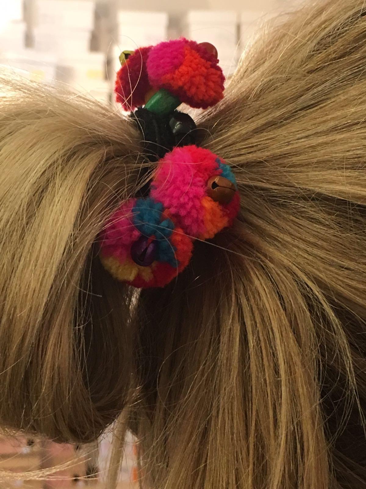My Fitch, my-fitch.com, Haarband mit bunten Bömmeln,Haargummi mit Bömmel, Fashion-Blog, Lieblingsstil.com