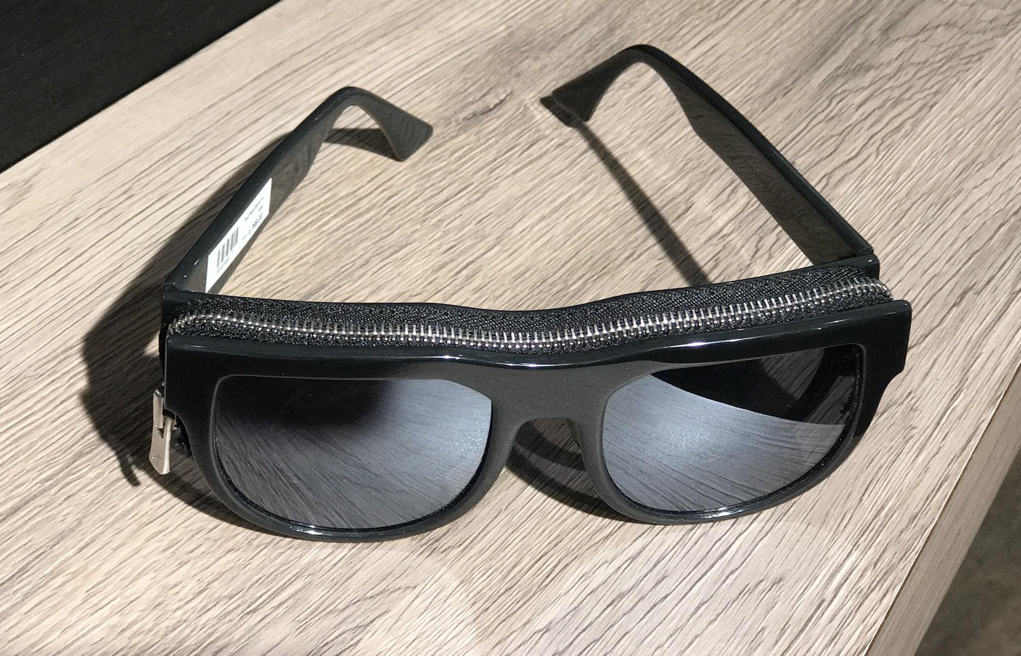 Optik Scharnagl Sölden, Optiker Sölden, Tom Ford sunglasses zipper, Tom Ford Sonnenbrille Reißverschluss, Fashion-Blog, Lieblingsstil.comJPG