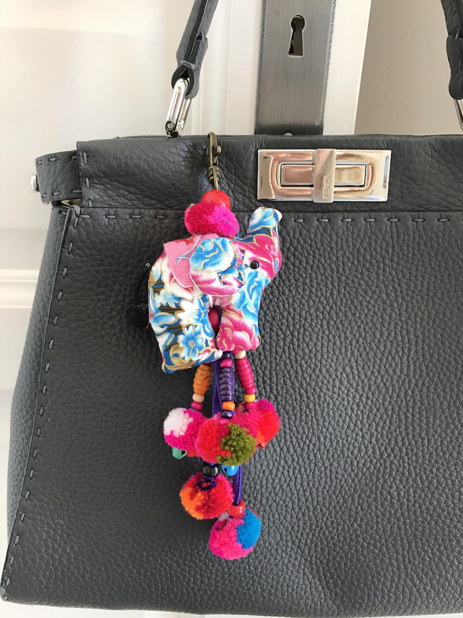 Taschendekoration, Taschenschmuck, Anhänger für Taschen. Taschenanhänger bunt, Accessoire Trends, Fashion-Blog, Lieblingsstil.com