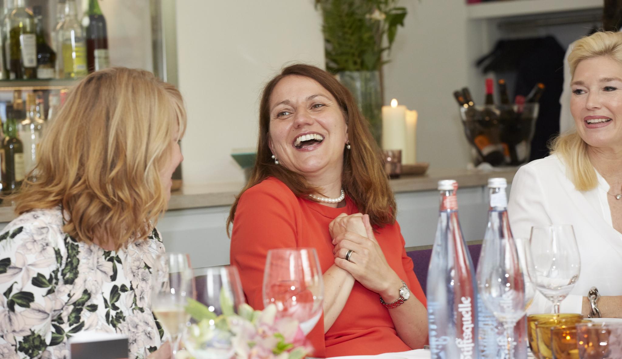 Petra Albrecht Moderatorin, Sabine Hansen Kienbaum Managerin, Petra Dieners, Jenny Jürgens Herzwerk Ladies Lunch, Hotel Indigo, Lifestyle-Blog, Lieblingsstil.com,